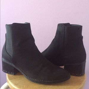 •black suede booties🖤.  comes w/ insoles